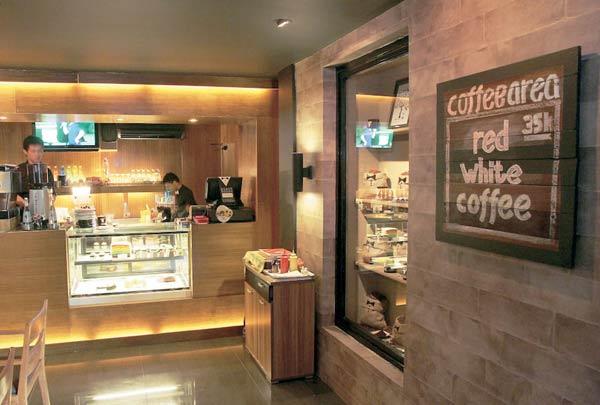 Black House Café & Resto Tempat Hangout Bertema Menarik 2/Federal Oil