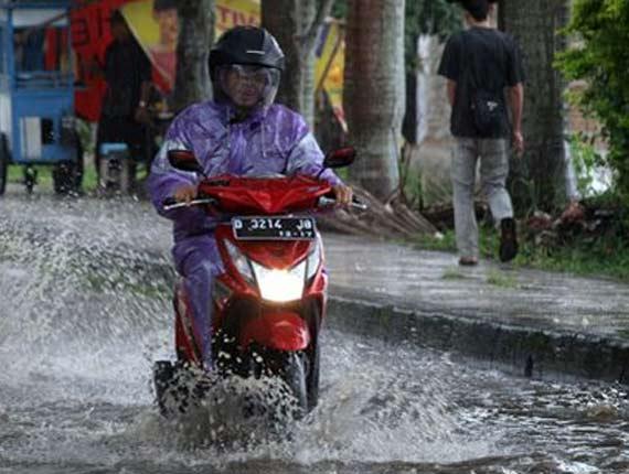 Lewati Bnajir Tidak Dicover Garansi, Motor Rusak Akibat Banjir Tidak Dicover Garansi, Garansi Tidak Ada untuk Motor Terjang Banjir