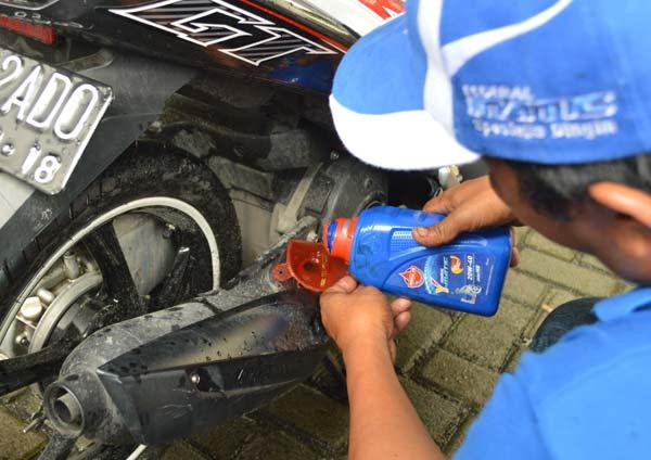 Tips Ganti Oli Motor, Waktu Tapat Ganti Oli Motor, Federal Oil, Tips Sepeda Motor, Fedearl Oil Oli Motor Anda