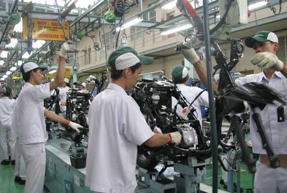 Sehari Honda Cetak 9 600 Unit Skutik Federal Oil Oli